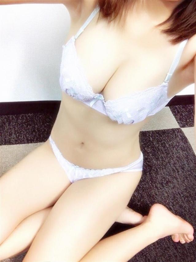 ゆり【AF可能な敏感激濡れ娘】