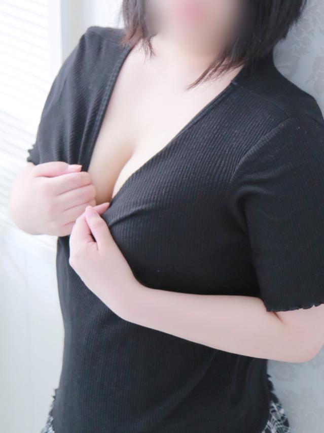 ♪ゆい♪色白黒髪キュート美少女♪初体験新人♪