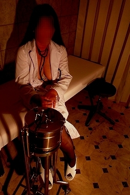 Dr 後藤(ナースはママで、女医は叔母)