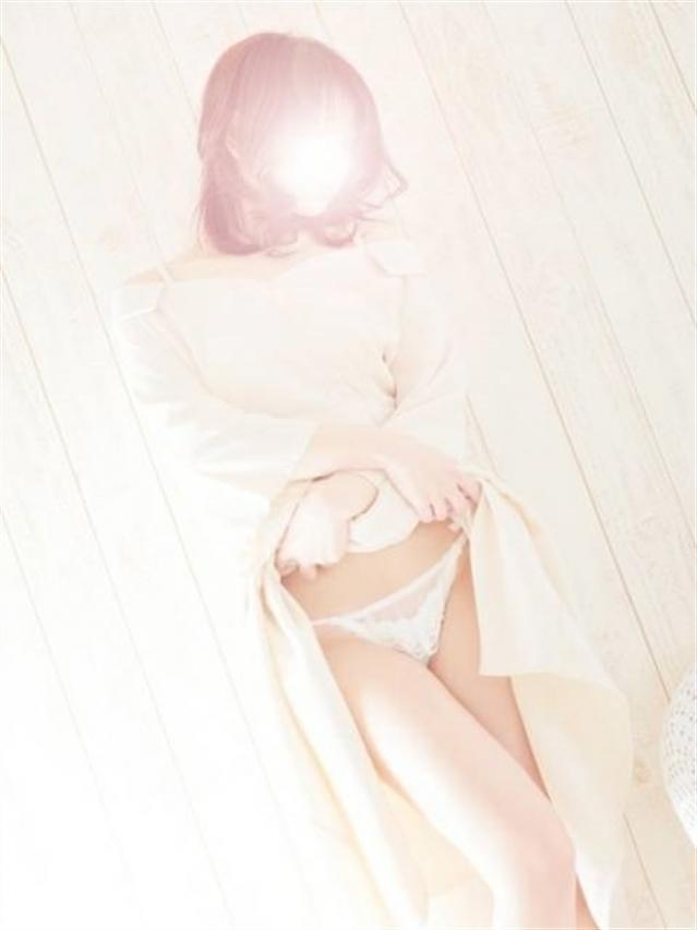 まゆゆ★黒髪清楚系パイパン丸見え奥様♪(white Kiss me 岡山店 (ホワイトグループ))