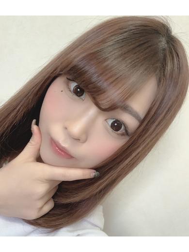 りの☆色白スレンダー美女☆