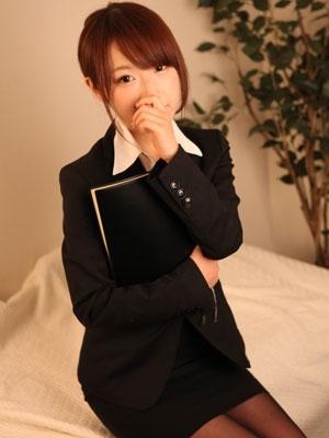 アユミ(府中発 びしょぬれ新人秘書)