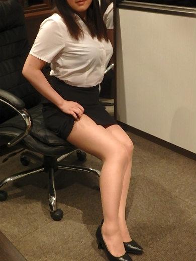 りり 秘書