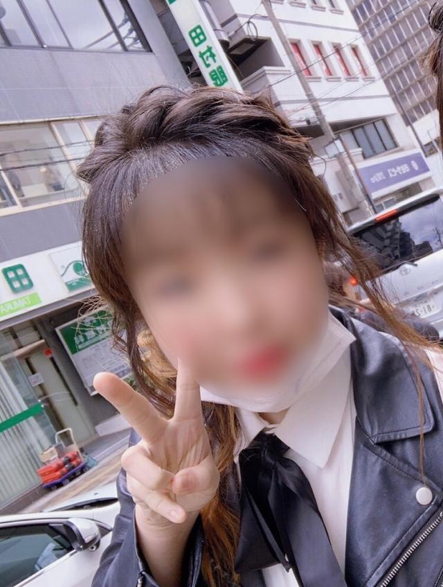 桃田百合(ゆり)(隣の美人妻が想像以上にエロ過ぎだった件)